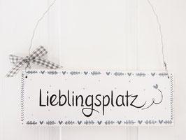 """Holzschild """"Sten"""" mit Blütenkranz  - *Lieblingsplatz*, im skandinavischen Landhausstil - *reserviert für Katharina*"""