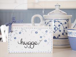 """Holzschild """"hygge"""" - weiß/blau, mit Blümchenmuster """"Enni"""""""