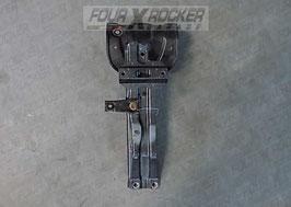 Supporto serratura traversa batti cofano anteriore Mitsubishi Pajero 2'serie