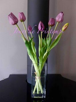 Botte de 4 grosses tulipes et 3 boutons Aubergine