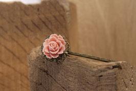 Große Rosenhaarklammer als Schieber aus Antikmessing mit Rose in Altrosa