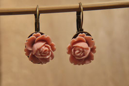 Kurze Ohrhänger aus der Rosenserie in Altrosa