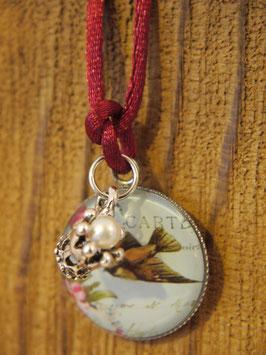 Romantisches Vogelmotiv mit Krone an einem weinroten Stoffband