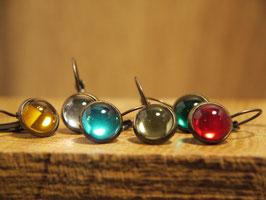 Ohrhänger, Antikmessing mit 10 mm Glashalbkugeln, Farbe nach Wahl