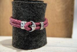 Himbeerfarbenes Lederband, doppelreihig mit Anker als Knebelverschluss