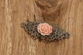 Rosenbrosche aus Antikmessing mit Rose in Altrosa