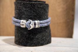 Blau meliertes Lederband mit Naturkanten, doppelreihig mit Anker als Knebelverschluss