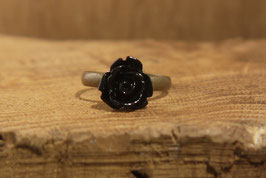Schmaler Ring mit schwarzer Rose, Antikmessing