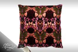 Seiden-Samtkissen -purple bumblebee II-