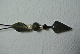 """Halskette """"Dreieck"""" mit Blattoptik (Oliv mit Goldpigment)"""
