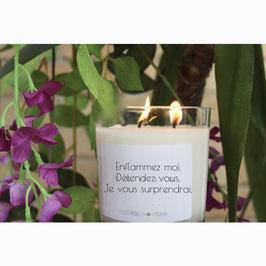Bougie parfumée violette 240g avec chaine