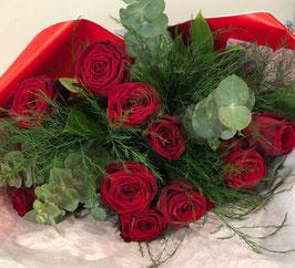 Bouquet lié de 9 roses rouges Amoureux