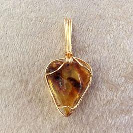 Pendentif morceau résine d'ambre, fait main