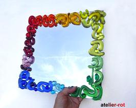 Spiegel mit Mosaik aus bunten Glasnuggets Regenbogen