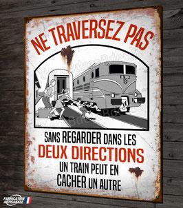 """Plaque métal déco """"un train peut en cacher un autre"""" signalisation vintage gare SNCF"""