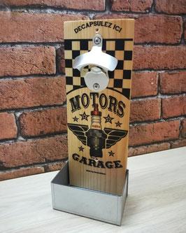 """Décapsuleur mural """" Motors Garage"""" pour les amateurs des belles mécaniques !"""