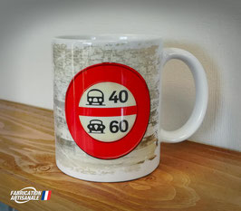 Mug ancien panneau de signalisation routière auto vintage.