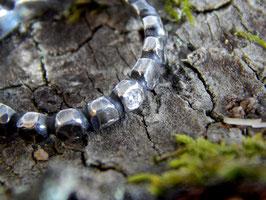 Geschmiedeter Silberring mit Brilliant
