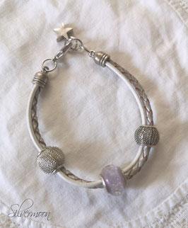 Armband Leder, grosse Perlen weiss-grau