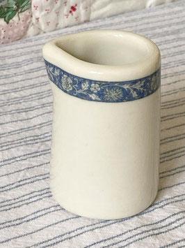商品番号20118 陶器のミニクリーマー(ブルー花柄リム)
