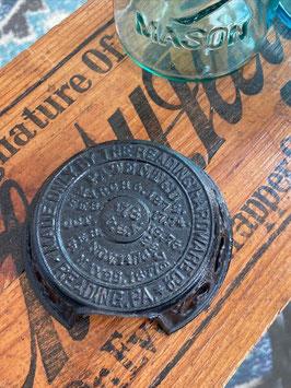 商品番号20136 鋳鉄の古道具カバー