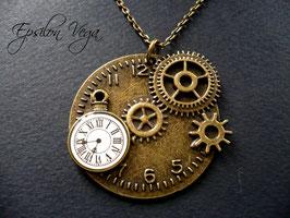 Sautoir steampunk horloge blanche