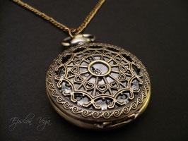 Montre pendentif dentelle bronze