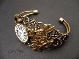 Bracelet Alice in Wonderland 1