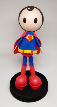 Garçon déguisé en Superman