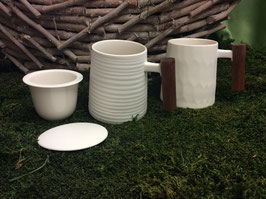 Designer Porzellan-Tasse mit Rosenholzgriff Dekore morbide Lasurprägung weiß gewellt oder gerillt