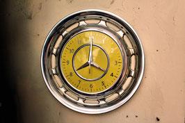 Uhr aus Mercedes-Oldtimer-Radkappe