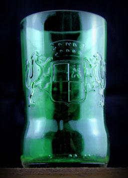 Kleines Trinkglas aus Bierflasche