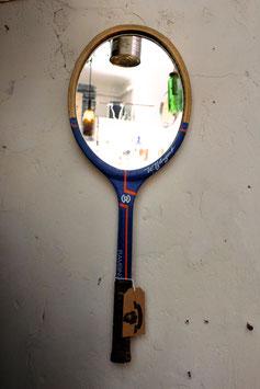 Spiegel aus Tennisschläger