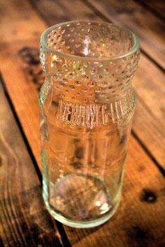 Vase aus Mineralwasserflasche