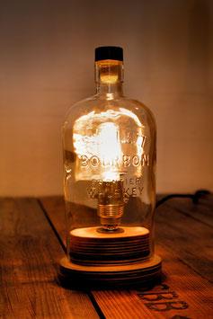 Tischleuchte aus Bourbon-Whiskey-Flasche