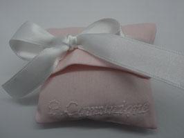 Bustina in tessuto rigatino color cipria con ricamo personalizzato (nomi etcc.)