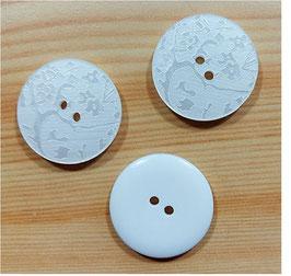 2 Stück, 2 Loch Designer Knopf mit Lasergravur, weiß, 20 mm oder 35 mm
