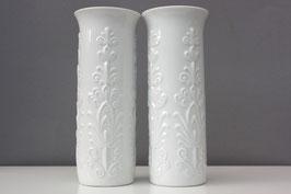 2 Vasen als Set Royal Porzellan Bavaria KPM | weiße Vintage Blumenvasen mit floralem Muster | white vases with floral oranaments