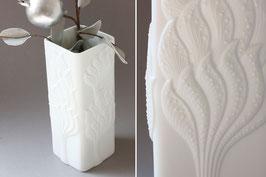 AK Kaiser Vase Design M. Frey, weiße Biskuitvase Vintage / white floral 60s 70s bisque vase Germany
