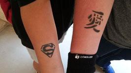 Set profesional de tatuajes temporales con aerografo.