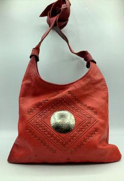 Schultertasche Leder in rot mit Metallemblem (Bestell-ID 40005)