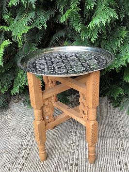 marokkanisches Tablett aus Neusilber mit geschnitztem Untergestell aus Zedernholz (Bestell-ID 61040)