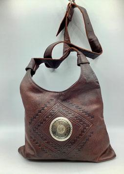 Schultertasche Leder in dunkelbraun mit Metallemblem (Bestell-ID 40005b)