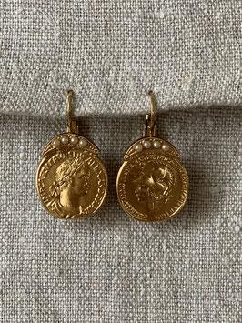 Münze mit Perlen