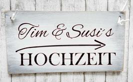 """Holzschild """"Shabby-Look"""": Wegweiser zur Hochzeit mit Namen des Brautpaars"""