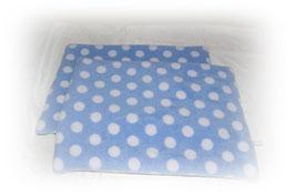 """Kuscheldecke, urindichte Decke 40x60cm  """"Punkte hellblau"""" - Fleecehaltung"""