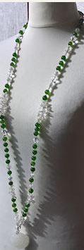 Jadekette mit handgeschnitzem weißem Jade Anhänger-Bergkristall