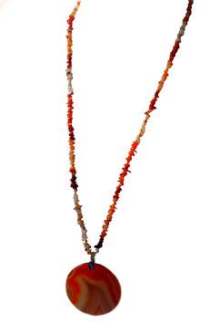 Amulett mit Feueropalsplitter und Achat Mantrascheibe