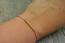 Armbändchen mit goldenen Kugeln fliederfarbenes Armband
