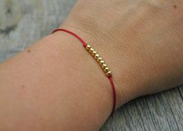 Armbändchen mit goldenen Kugeln dunkelrotes Armband
